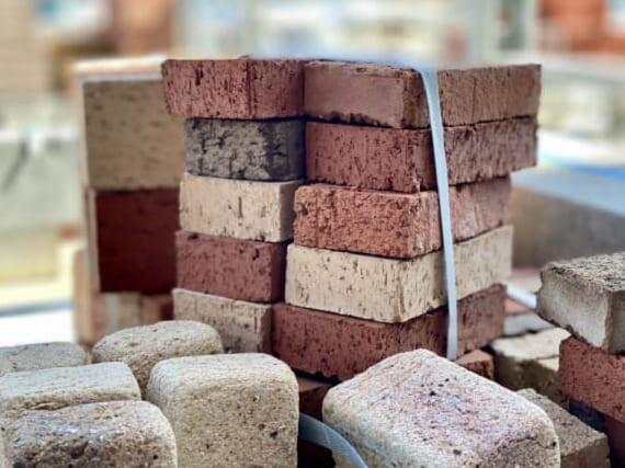 ブロックとレンガ